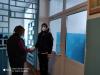 Во время пандемии каждому ребенку на входе в #Чёрновскуюшколу измеряют температуру.