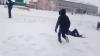 Весело проводят зимние каникулы ребята из 4 класса Чёрновской школы. Играют на свежем воздухе в разные игры.