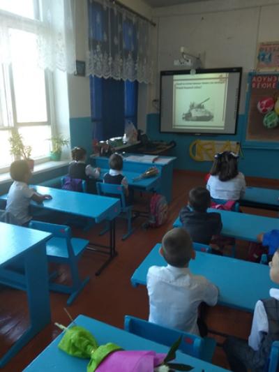 В 3 классе Чёрновской школы учитель начальных классов Милова Т.В. провела классный час, посвященный празднованию 75-летия Победы.