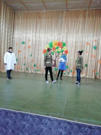 25 октября для обучающихся 5-9 классов Чёрновской школы на базе сельского КДЦ был организован праздник «Осенний бал».