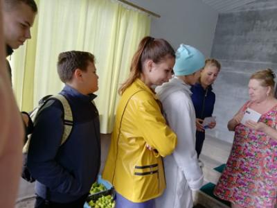 5 октября волонтёры Чёрновской школы поздравили с Днём учителя ветеранов педагогического труда.
