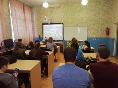 Вместе со всей страной в рамках акции «Добрые уроки» волонтёрский отряд «Феникс» Чёрновской школы посмотрел фильм «Волонтёры будущего».