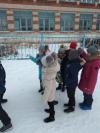 Ученики 2 класса Чёрновской школы весело проводят зимние каникулы. Собираются вместе с классным руководителем Миловой Т.В. и играют в любимые всеми подвижные игры «Ручеёк», «Салочки».