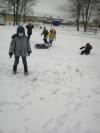Во время зимних каникул ребята 1 класса Чёрновской школы вместе со своим учителем Шаталиной Людмилой Ивановной проводят игры на свежем воздухе.